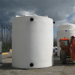 Large plastic tank with flanges